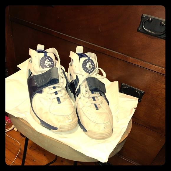 Nike Shoes - Retro Nike Sneakers Navy Blue & Gray